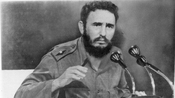 Fidel Castro dando un discurso
