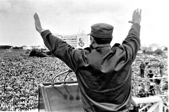 Fidel Castro junto al pueblo cubano en la Plaza