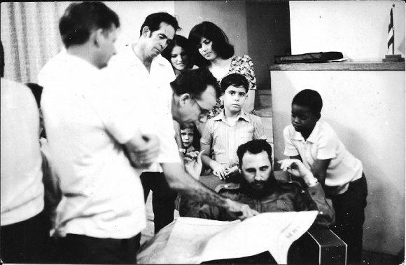 En la embajada cubana en Hanói Fidel puntualizó los planes de colaboración. Foto: Archivo de la autora.