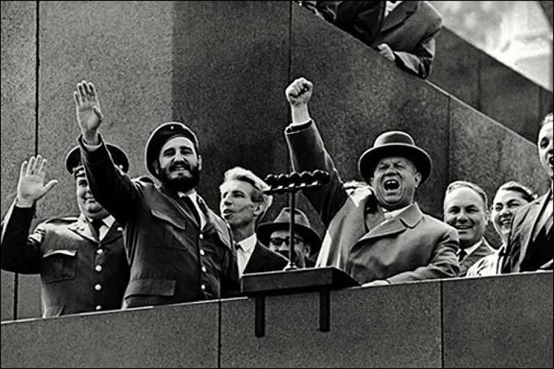 Inauguran muestra fotográfica sobre primera visita de Fidel a Rusia