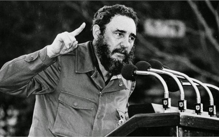 Jóvenes cubanos asumen legado de Fidel Castro en aniversario de Fuerzas Armadas