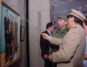 El Comandante en Jefe Fidel Castro en su visita al Museo Central del Ejército Argelino. Foto: Juvenal Balán