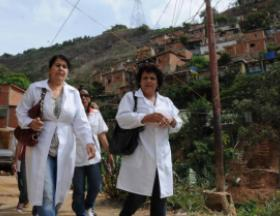 More than 20,000 Cuban collaborators, 61% of whom are women, remain in Venezuela fighting to save lives and ensuring the well-being of the population of this sister nation. Photo: Omara García