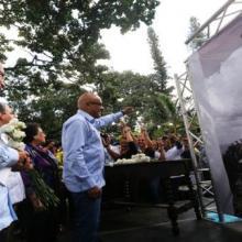 El ministro para la Cultura (i) participó en el acto en la Plaza Bolívar. | Foto: AVN