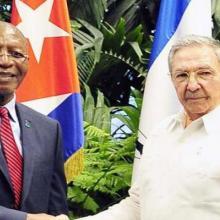Raúl Castro Ruz junto a Pakalitha Bethuel Mosisili, Primer Ministro del Reino de Lesoto