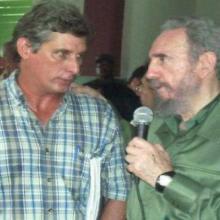 Miguel Díaz-Canel et Fidel Castro, à Birán, localité de naissance du Commandant en Chef en 2003. Photo des Archives.