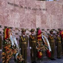 Ofrendas florales del General de Ejército Raúl Castro, de los Consejos de Estado y de Ministros, y del pueblo de Cuba, honraron la memoria de los mártires del 26 de Julio.