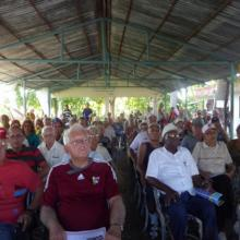 Los integrantes de la ACRC de Cienfuegos se reunieron para recordar los 91 agostos del natalicio de Fidel./ Foto: Julio Martínez