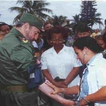 La doctora Liudmila Sampedro guarda esta foto como un tesoro.
