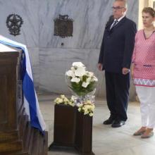 La Embajadora del Reino de los Países Bajos rindió homenaje a Martí y Fidel, en Santiago de Cuba. Foto: Eduardo Palomares