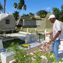 Danny Glover reiteró su admiración hacia Fidel ante la roca que guarda sus cenizas