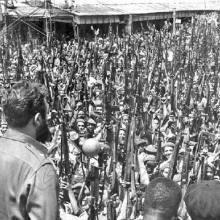 Fidel Castro proclama el carácter socialista de la Revolución en el entierro a las víctimas del bombardeo a los aeropuertos del 15 de abril.