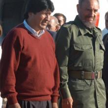 """Recibe en el aeropuerto internacional """"José Martí""""  al Presidente electo de Bolivia, Evo Morales"""