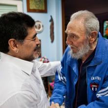 Diego Armando Maradona junto a Fidel Castro Ruz