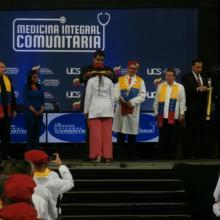 Jóvenes venezolanos se gradúan de Medicina gracias al convenio de cooperación Cuba-Venezuela. Foto: Enrique Milanés León