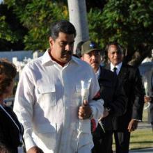Maduro encabezó a los invitados extranjeros que colocaron flores a Fidel. Foto: Periódico Sierra Maestra (Archivo)