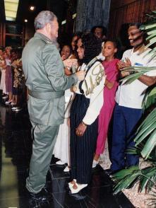 Fidel condecoró a Ana Fidelia Quirot con la Orden al Mérito Deportivo. Foto: Cortesía de Ana Fidelia Quirot