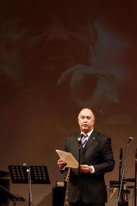 El embajador cubano Carlos Miguel Pereira Hernández en la Gala Homenaje a Fidel en Tokio. Foto: EmbaCuba Japón.