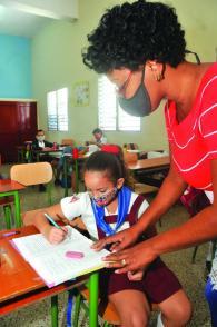 In diesem schwierigen Jahr waren die Lehrer vor die Aufgabe gestellt, mit einem neuen Lächeln zu unterrichten Photo: Ismael Batista