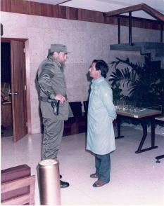 Fidel Castro y Luis Fernandez Yero en el Centro de Inmunoensayo