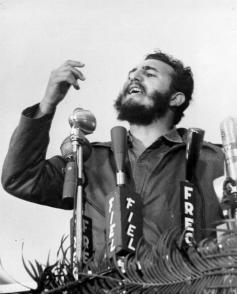 Fidel Castro Ruz en el sepelio de las victimas del Vapor La Coubre