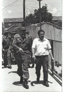 Joaquín Bernal junto a Fidel durante el recorrido por Sancti Spíritus en julio 1986