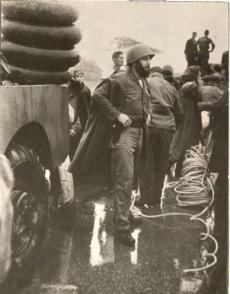 Fidel durante el huracán Flora.