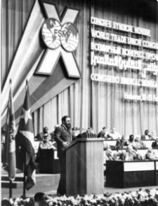 Fidel durante las sesiones del X Congreso de la FSM efectuado en La Habana en febrero de 1982