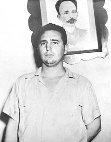 Fidel presentado en el Vivac Municipal de Santiago, el 1ro de agosto de 1953.
