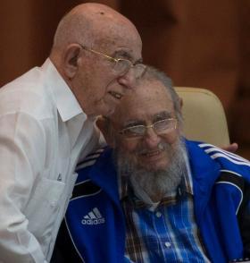 Fidel Castro y Machado Ventura en el 7 Congreso del PCC