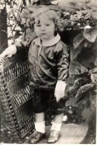 Fidel Castro de niño en Birán 1928