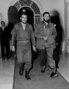 Fidel Castro y Ernesto Che Guevara en 1960