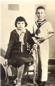 Fidel Castro y su hermana Ángela 1933