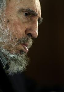 Fidel Castro con intelectuales participantes en la Feria del Libro