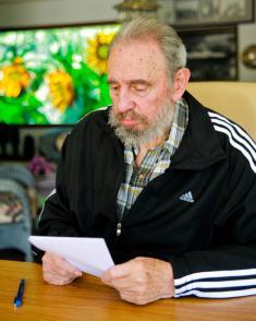 Fidel Castro vota por el nuevo Comité Central del Partido
