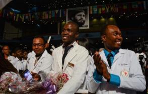 Egresados de la XV Graduación de la Escuela Latinoamericana de Medicina (ELAM), en el Teatro Karl Marx, en La Habana, el 23 de julio de 2019. Foto: Marcelino Vázquez Hernández/ ACN.