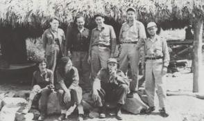 Fidel con los miembros de la Dirección Nacional del Movimiento 26 de Julio, entre ellos Haydee Santamaría, René Ramos Latour, Marcelo Fernández, Faustino Pérez, Celia Sánchez y Vilma Espín, En el Naranjo, en 1958.