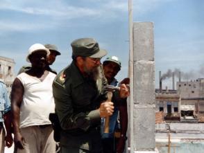 Fidel a pie de obra con los constructores. Foto: Centro de Documentación, periódico Trabajadores.