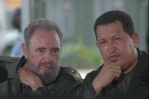 """Fidel Castro participa en la edición 231 del programa """"Aló, Presidente"""", que se desarrolla en Cuba, en el municipio Sandino en Pinar del Río junto al Presidente de Venezuela Hugo Chávez Frías, 21 de agosto de 2005."""