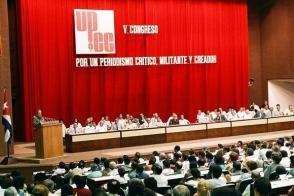 Fidel Castro pronuncia discurso en el Quinto Congreso de la Unión de Periodistas de Cuba, que se efectuó en el Palacio de Convenciones los días 24,25 y 26 de octubre de 1986. Foto: Estudios Revolución / Sitio Fidel Soldado de las Ideas.