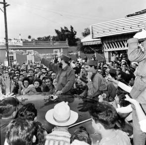 Fidel al frente de la Caravana de la Libertad hacia Pinar del Río. Foto: Archivo de Granma