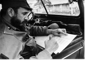 Incansable trabajador, el Comandante en Jefe Fidel Castro Ruz no desaprovechó ni un minuto en la obra de la Revolución. Foto tomada el 1ro. de febrero de 1970. Foto: Liborio Noval