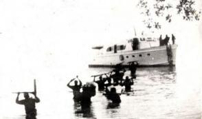 Expedicionarios del yate Granma desembarcan por Los Cayuelos, a dos kilómetros de la playa Las Coloradas, el 2 de diceimbre de 1956. Fuente: Periódico Granma.