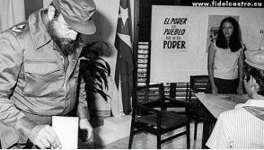 Fidel ejerce el voto en las elecciones de delegados del Poder Popular, en el municipio Plaza, el 11 de octubre de 1981. Foto: Prensa Latina.