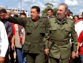 """Fidel Castro recorre junto al Presidente de Venezuela Hugo Chávez la comunidad Simón Bolívar del municipio Sandino en Pinar del Río, durante la edición 231 del programa """"Aló, Presidente""""."""
