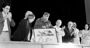 El Comandante en Jefe Fidel Castro, en la celebración del 30 aniversario del Icaic. Foto: Ismael González