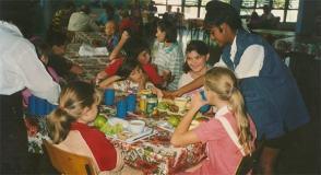 En el comedor en Tarará. Foto: Archivo médico cubano.