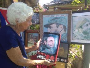 El agradecimiento de Elvira Prado a su eterno líder. Foto: José Luis Martínez Alejo