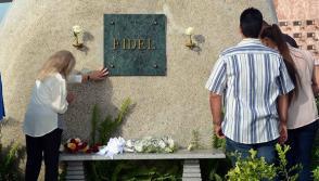 Dalia Soto del Valle, viuda de Comandante en Jefe Fidel Castro Ruz, líder histórico de la Revolución cubana, le rinde homenaje en el tercer aniversario de su desaparición física. Foto: Miguel Rubiera Jústiz/ACN.