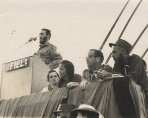 Fidel pronuncia discurso en la conmemoración del VII Aniversario del Asalto al Cuartel del Moncada,en Las Mercedes, Sierra Maestra. Foto: Fidel Soldado de las Ideas/Archivo.